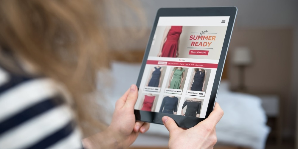 Rush to buy Kate's Reiss dress crashes website - but clever social media alternatives to keep shoppers happy